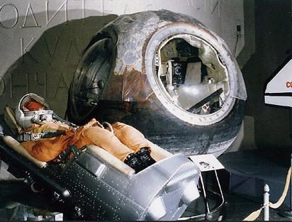 """Основными научными задачами, решаемыми на кораблях  """"Восток """", были изучение воздействий условий орбитального полёта на..."""