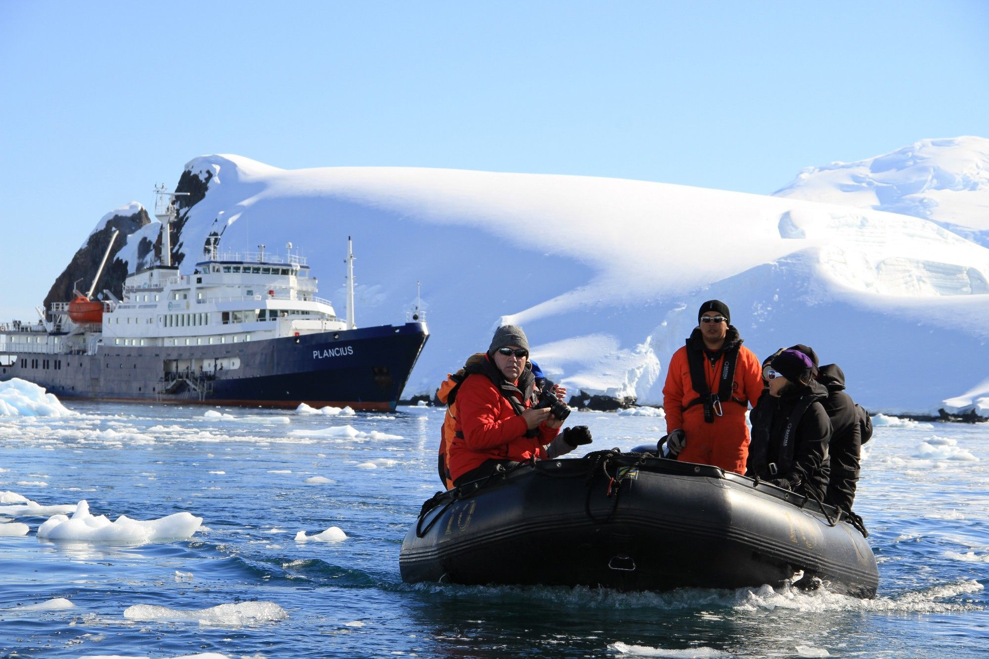 4 несколько лет корабль капитан хлебников был единственным туристическим кораблем, на котором люди могли понаблюдать за пингвинами в их естественной среде обитания